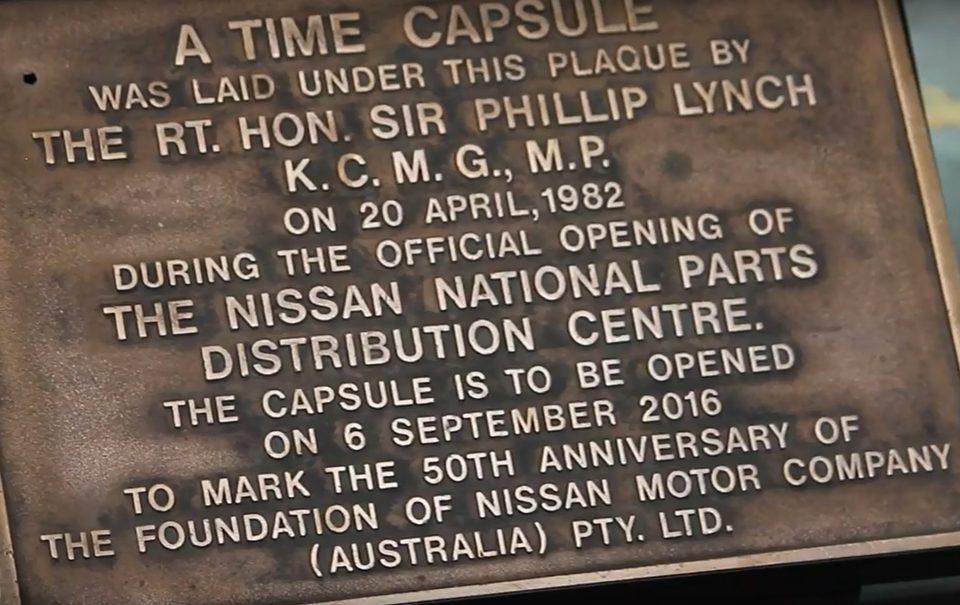 Nissan Australia extrajo una cápsula del tiempo enterrada en 1982, año en el cual se inauguró el Centro Nacional de Distribución de Partes en ese país.